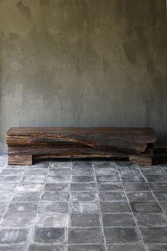 Blaxsand  :  Mooi tekstuur van muur, bankie en vloer.