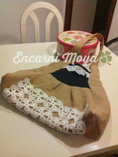 Bolso de saco con aplicaciones de croché, hechas por la abuela Mati