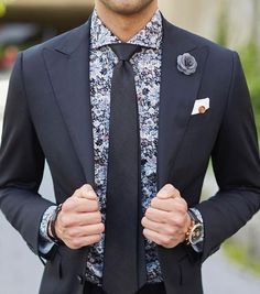 Our Auckland full set under the Mondo black suit dressshirtandtie Full Black Suit, Black Suit Men, Mens Fashion Wear, Suit Fashion, Gents Fashion, Black Suit Combinations, Shirt And Tie Combinations, Ropa Semi Formal, Best Wedding Suits