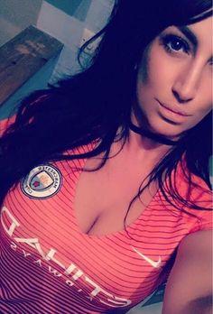 Football Girls, City Girl, T Shirts For Women, Hot, Fashion, Moda, Fashion Styles, Fashion Illustrations