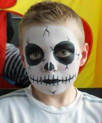 Halloween face painting for kids - Skeleton face paint idea kids makeup boys 11 Amazing Halloween Face Painting Ideas for Kids Kids Skeleton Face Paint, Face Painting Halloween Kids, Halloween Makeup For Kids, Face Painting For Boys, Face Painting Designs, Skeleton Face Makeup, Body Painting, Halloween Facepaint Kids, Simple Face Painting