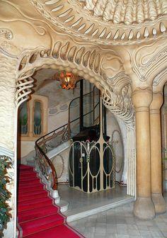 Detalles arquitectónicos interiores Casa Sayrach , diseñadas por Manuel Sayrach y Carreras en Barcelona, España