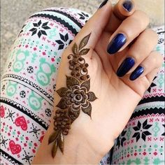 Latest Amazing Mehndi Designs For Parties Hello Guys! here you will see Latest Mehndi Designs with Amazing Patterns for your Hands and. Finger Henna Designs, Henna Art Designs, Mehndi Designs For Girls, Modern Mehndi Designs, Mehndi Designs For Fingers, Mehndi Design Pictures, Beautiful Mehndi Design, Mehandi Designs Easy, Arte Mehndi