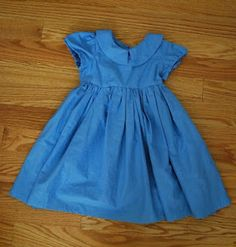 Simple Bliss: Alice in Wonderland Dress Tutorial A great step by step for beginners Sewing Kids Clothes, Sewing For Kids, Baby Sewing, Diy Clothes, Kid Clothing, Clothing Patterns, Dress Patterns, Little Girl Dresses, Girls Dresses