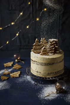 Christmas Gingerbread Cake with Brandy Butter Frosting This airy gingerbread sponge is a much lighter version of fruit cake. It's smothered in a brandy butter frosting and decorated with gingerbread trees! Xmas Food, Christmas Cooking, Christmas Desserts, Christmas Treats, Christmas Cakes, Holiday Cakes, Gingerbread Cake, Christmas Gingerbread, Noel Christmas