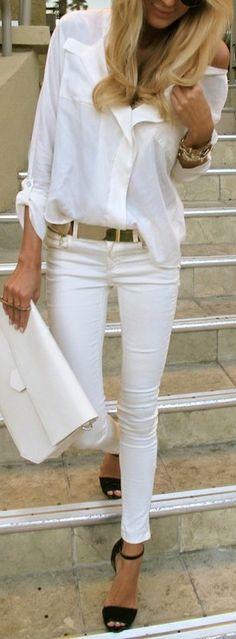 Camisa de botones al frente en conjunto con pantalon blanco