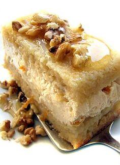 Jeruzsálemi TúróTorta - KUSZKUSZ Torta -  TÉSZTA:  1 bögre kuszkusz, 2 tojás, 5 dkg vaj, 1 evőkanál  méz /egyéb alternatív édesítők/ csipet só. TÚRÓKRÉM:  50 dkg (házi) tehéntúró (áttörve), 25 dkg mascarpone, 2 tojás, 1 (bio) narancs héja.  SZIRUP:  a narancs leve /esetleg 100 %os narancsolaj/, 3 evőkanál méz.