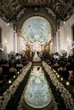 Passarela espelhada na cerimônia de casamento
