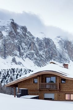 Chalet Gérard in the Dolomites >>> The perfect spot for a ski vacation!!! The views here must be to die for.