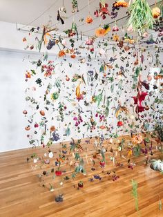 You Have to See This Flower Installation Before It's Gone — A Fabulous Fete Dried flower installatio Art Floral, Deco Floral, Floral Design, Instalation Art, Deco Nature, Flower Installation, Flower Wall, Diy Flower, Dried Flowers