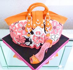 Gucci handbag and shoes birthday cake. Every girls dream! https://www.facebook.com/pages/Strawberry-Sky-Cakes/155937597766548