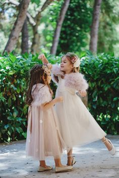 http://www.love4weddings.gr/backstage-elegant-rustic-inspiration-shoot-pentelikon/ #monsoonflowergirls #flowergirldresses #monsoonkids