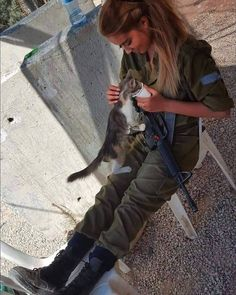 Military Women, Military Police, Brave Women, Real Women, Idf Women, Jewish Girl, Defence Force, Female Soldier, Beautiful