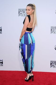Celebrity Zoom: Olivia Holt Stunning at the 2015 American Music Awards