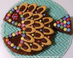 Les Mercredis de Julie : Gâteau en forme de poisson pour le 1er avril Birthday Parties, Birthday Cake, Cake Designs, Patisserie, Doughnuts, Carole, Animation, Cookie Recipes, Gingerbread Cookies