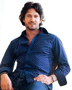 This is one of my all time favorite early photos of Gerard Butler.