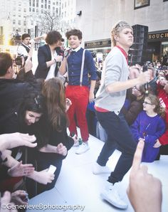 Niall, what are you doing? <<< that girl behind him must be super lucky, she gets a face full of Horan butt(;