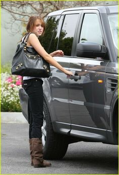 Miley Cyrus and her Range Rover.