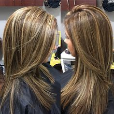 Brown hair with blonde highlights Hair Color And Cut, Brown Hair Colors, Brown Hair With Blonde Highlights, Fall Hair Highlights, Partial Highlights, Color And Highlights, Great Hair, Balayage Hair, Haircolor