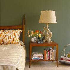 Bedroom: Modern Retro: Green modern retro bedroom with retro furniture