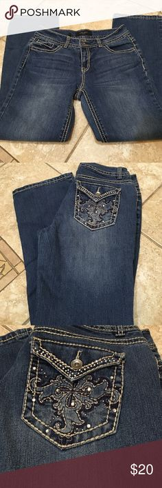 Nine West boot cut jeans Nine West boot cut. Size 8/28. Bling on pockets. Light stitching with medium colored denim. Excellent used condition. Nine West Jeans Boot Cut
