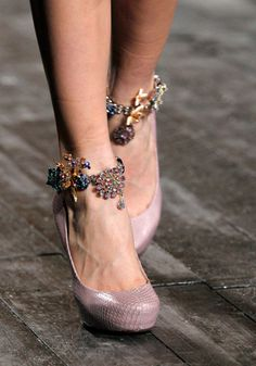 nina ricci ankle bracelets - these are cool, they really enhance a simple pair of shoes to make them special. So different from the ankle bracelets of the past. Pink Lady, Me Too Shoes, Dream Shoes, Fashion Shoes, Fashion Accessories, Paris Fashion, Fashion Jewelry, High Fashion, Heels
