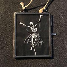 Een persoonlijke favoriet uit mijn Etsy shop https://www.etsy.com/nl/listing/568130892/borduurwerk-frame-de-spiderlady