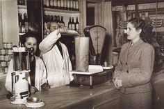Tienda de ultramarinos 12-11-1951.  De Madrid al cielo: Álbum de fotografías y documentos históricos. - Urbanity.cc