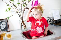 rood kindershirtje Vulkaan T-shirt Miszkomaszko photo by: mimiphotography.pl te koop bij www.kidsfinest.nl