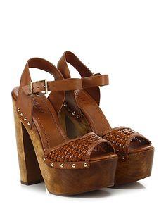SCHUTZ - Sandalo alto - Donna - Sandalo alto in pelle ed eco pelle ad intreccio con cinturino alla caviglia e borchie laterali. Suola in gomma, tacco 160, platform 60 con battuta 100. - CUOIO - € 200.00