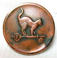 Rare Antique Copper Livery Button with High-backed cat on key Button Art, Button Crafts, Metal Buttons, Vintage Buttons, Rare Antique, Antique Copper, Cat Accessories, Cat Jewelry, Sewing A Button