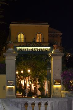 Hotel Bellevue Syrene's main entrance at night...This is where we stayed while in Sorrento...sigh....