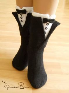 Knitted Slippers, Knit Mittens, Knitting Socks, Hand Knitting, Cosy Outfit, Outfit Invierno, Dress For Success, Knit Crochet, Women Accessories