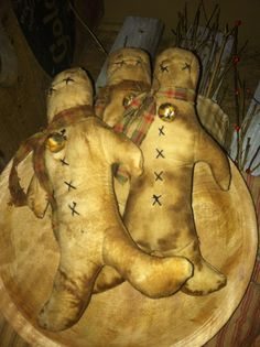 Primitive Holiday Gingerbread Men Bowlfiller Ornie
