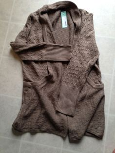 This cardigan is great, I love the collar that turns into pockets. Does it come in different colors?