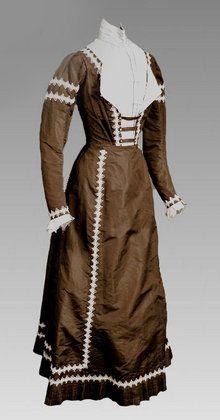 1900 Brown and Cream Silk Dress - Courtesy of bctreasuretrove.com/.