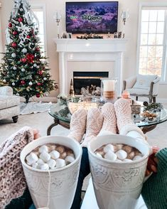 Image about aesthetic in WINTER by 𝒥𝒶𝓃𝑒𝓉 on We Heart It - Weihnachten & Christmas Christmas Feeling, Christmas Time Is Here, Merry Little Christmas, Cozy Christmas, All Things Christmas, Grinch Christmas, Christmas Ideas, Winter Things, Minimal Christmas
