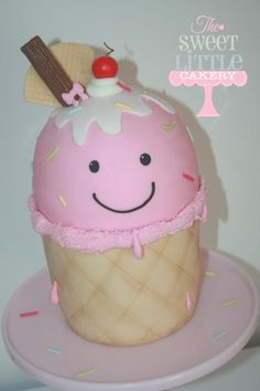 Cute Ice Cream cone - Cake by thesweetlittlecakery