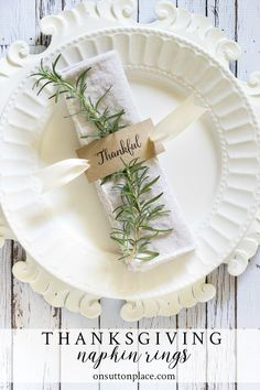 Make these easy DIY napkin rings for your family gatherings or Thanksgiving dinner! Make these easy DIY napkin rings for your family gatherings or Thanksgiving dinner! Thanksgiving Diy, Thanksgiving Table Settings, Thanksgiving Centerpieces, Holiday Tables, Diy Napkin Rings Thanksgiving, Christmas Tablescapes, Christmas Decorations, Christmas Napkin Rings, Christmas Napkins