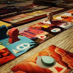 Eine Wanderung durch amerikanische Nationalparks in #PARKS - nicht nur schön sondern auch ein gutes #Familienspiel #brettspiel #brettspiele #fb American National Parks, Family Games, Board Games, Adventure