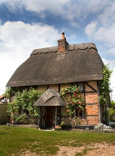 "(CP) Thatched Cottage in Lyndhurst, New Forest, Hampshire, England. ""Chocolate Box Cottage"" by Krys Bailey Storybook Homes, Storybook Cottage, Little Cottages, Cabins And Cottages, English Country Cottages, English Countryside, Cute Cottage, Cottage Style, Jardin Decor"