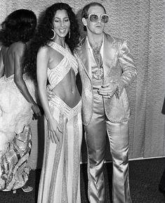 disco party outfit Elton John and Cher at the Grammys, 1975 - Cher Young, Moda Disco, Elton John Costume, 70s Fashion, Vintage Fashion, Studio 54 Fashion, Fashion Outfits, Cher Costume, Disco Costume