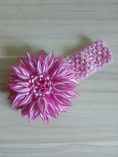 Satin Flowers, Diy Flowers, Fabric Flowers, Ribbon Art, Corsages, Brooches, Hair Bows, Diy And Crafts, Hearts