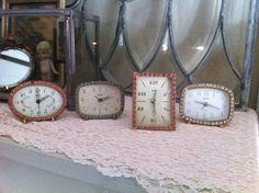 Love love rhinestone clocks!