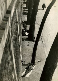 André Kertesz, Siesta 1927 Gelatin silver print x cm. Gift of Katharine Kuh Eastman Museum Andre Kertesz, Budapest, Mondrian, Greenwich Village, Vintage Photography, Street Photography, Vision Photography, Urban Photography, Color Photography