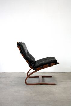 Ingmar Relling; Bent Laminated Wood and Leather Easy Chair for Westnofa, c1965.