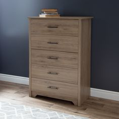 With its transitional kickplate and its molding on both sides of the drawers, this chest from the Fusion collection will help you create a trendy and peaceful bedroom. Its rustic looking finish goes perfectly with the sleek, modern appearance of this piece, creating something original that will give your décor a superb effect.