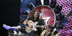 Dave Grohl Plays Foo Fighters Show With Broken Leg From Light-Up Throne