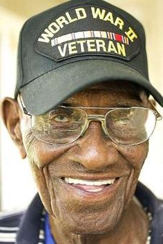 America's oldest-living veteran has turned 109 years old, and he still smokes 12 cigars a day. Richard Overton, an Army veteran of World War II now living in Austin, Texas, still enjoys his whiskey too. Although Overton did not. Military Veterans, Military Men, The Veteran, Ww2 Veterans, Famous Veterans, I Love America, American Soldiers, American Veterans, Chant