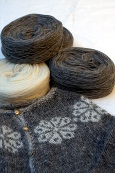 Freyja knitting kit  grey/white  sizes XS S M L by Knittingiceland,